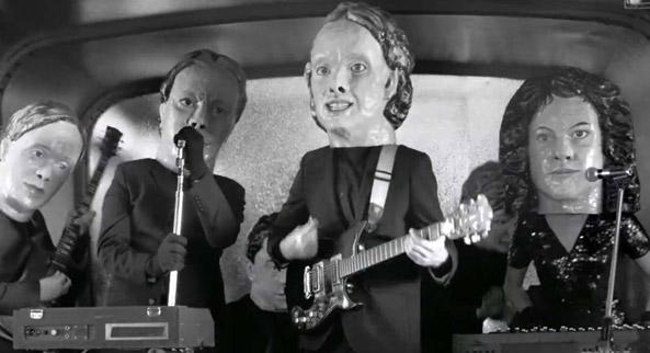 Gli Arcade Fire nel video Reflektor diretto da Anton Corbijn