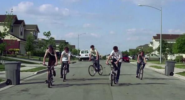 Una scena dal film Scenes From Suburbs, girato da Spike Jonze per gli Arcade Fire
